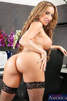 Horny Richelle Ryan Fucked At Work