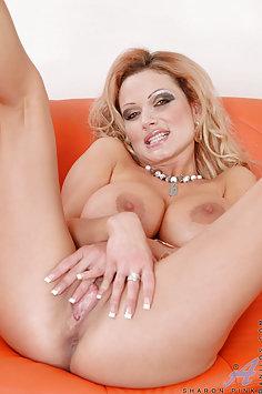 Sharon Pink Dildo Loving MILF