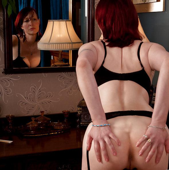 Scarlet Rose MILF in Stockings