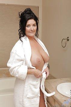 Sammy Brooks Bathtub Masturbation
