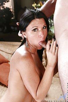 Kendra Secrets Wants a Cum Facial