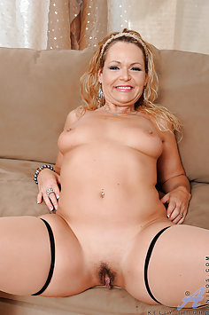 Hot Mommy Kelly Leigh