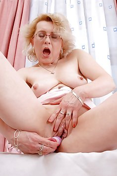 MILF Goes Wild On Her Vibe