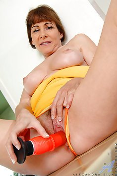 Sex Toy For Horny MILF pussy