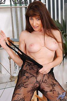 Alexandra Silk Hot Cougar In Heat