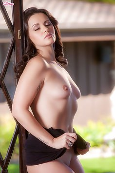Khaleesi Wilde Super Sexy and Nude