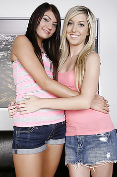 Cassandra Nix and Callie Cobra Lesbian webcam