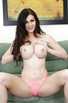 Horny Babe Kendall Karson Masturbating