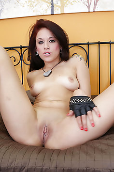 Hot Young and Horny Onyx Muse Gets Off
