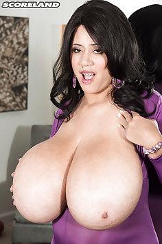 Roxi Red OMG tits