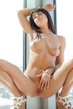 Rahyndee James Needs a Cock Massage
