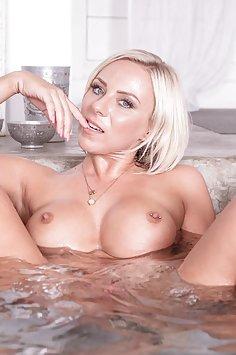 Curvy MILF Fucks in Bathtub